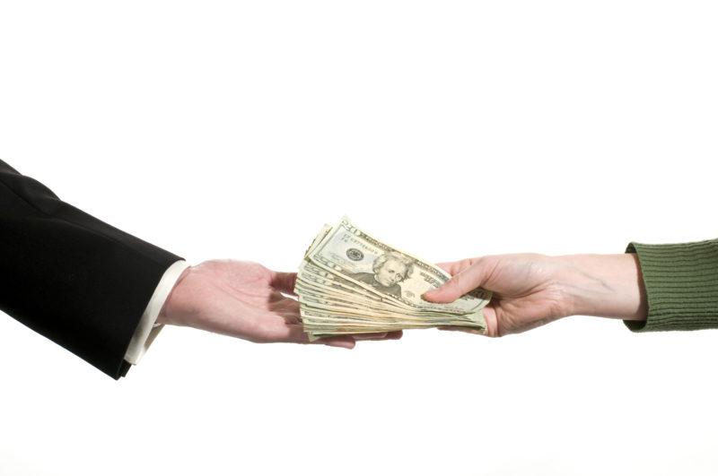 Народные приметы о том, когда нельзя отдавать долги