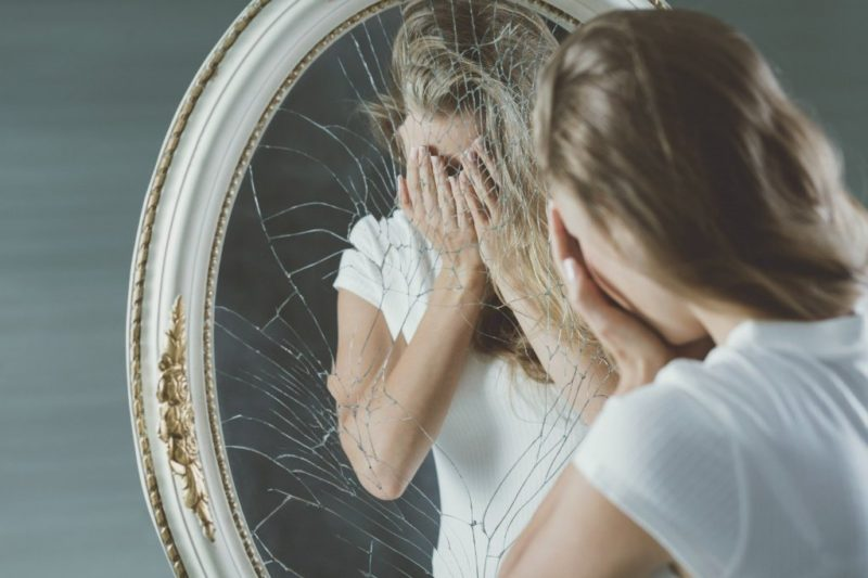 Опасность разбитого зеркала