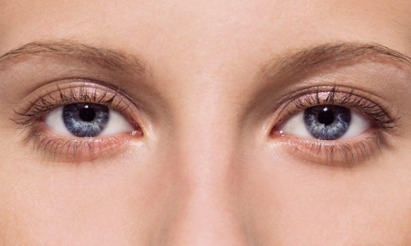 Чешется левый глаз: значение приметы
